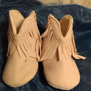 Adorable moccasins 👶💜